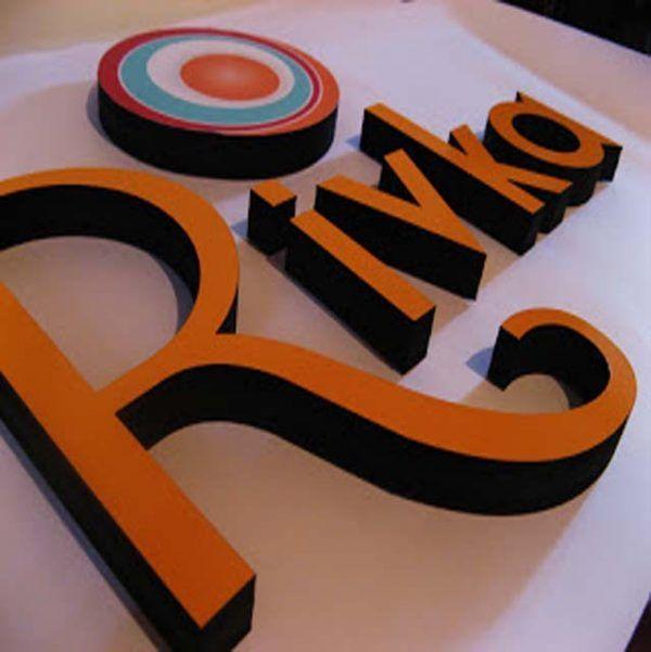 letras corpóreas con colores